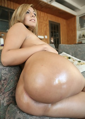 Free Oiled MILF Porn Pictures