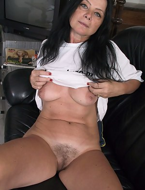 Milfs nacked Naked MILF