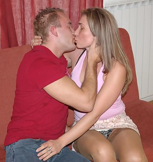 Free MILF Kissing Porn Pictures