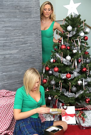 Free MILF Christmas Porn Pictures