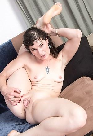 Free Flexible MILF Porn Pictures